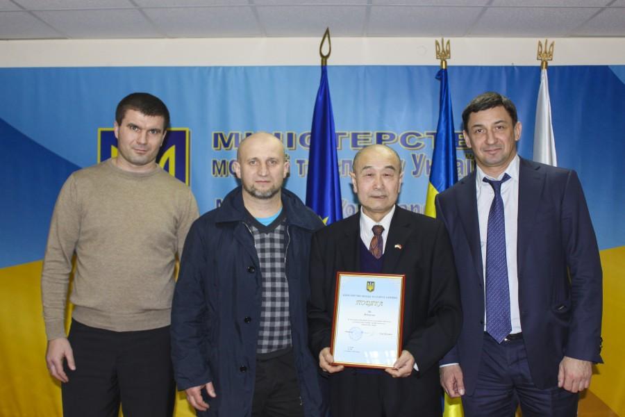 Награждение Му Юйчуня в Министерстве молодежи и спорта Украины.