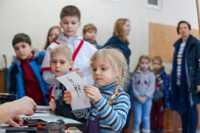 Каллиграфия на праздновании Китайского нового года, организованного Детской школой ушу в Киеве 2017 год. Фото - Волкова Наталия - ВОЛНА - сайт Волковой Наталии