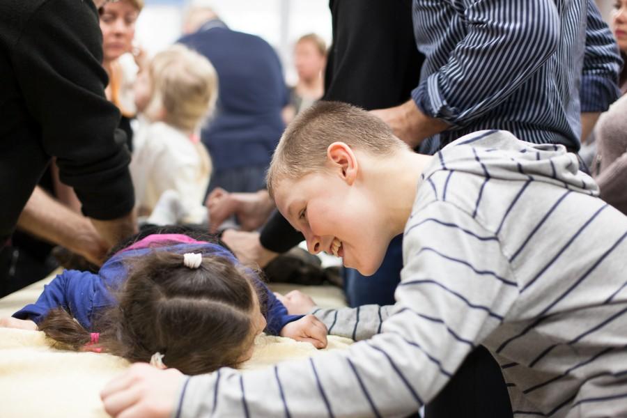 Валентин из Макеевки поддерживает Эмилию из Одессы. На семинаре для родителей Особенных детей с ДЦП в Одессе. 2017