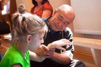 Му Юйчунь на семинаре с особыми детьми