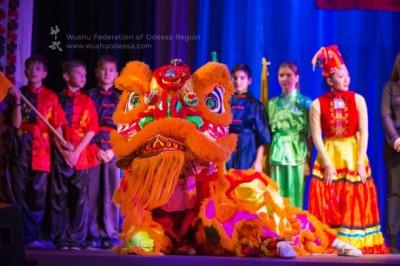 Волшебный лев на выступлении 68 лет КНР в Одессе
